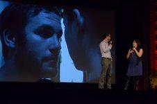 François Jacob, Geneviève Sauvé et une image du film Aigre-Doux en arrière-plan