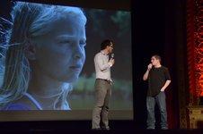 François Jacob discute avec Phillippe Beauchamp avec une image de son film Alexia en arrière-plan