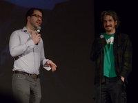 François Jacob et David Baril regarde la foule en discutant